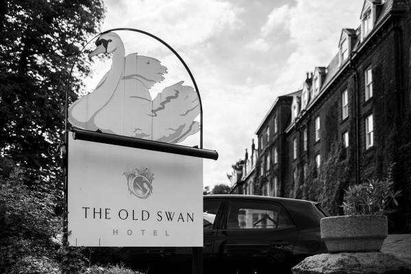 Old-swan-Harrogate-wedding-photography-48